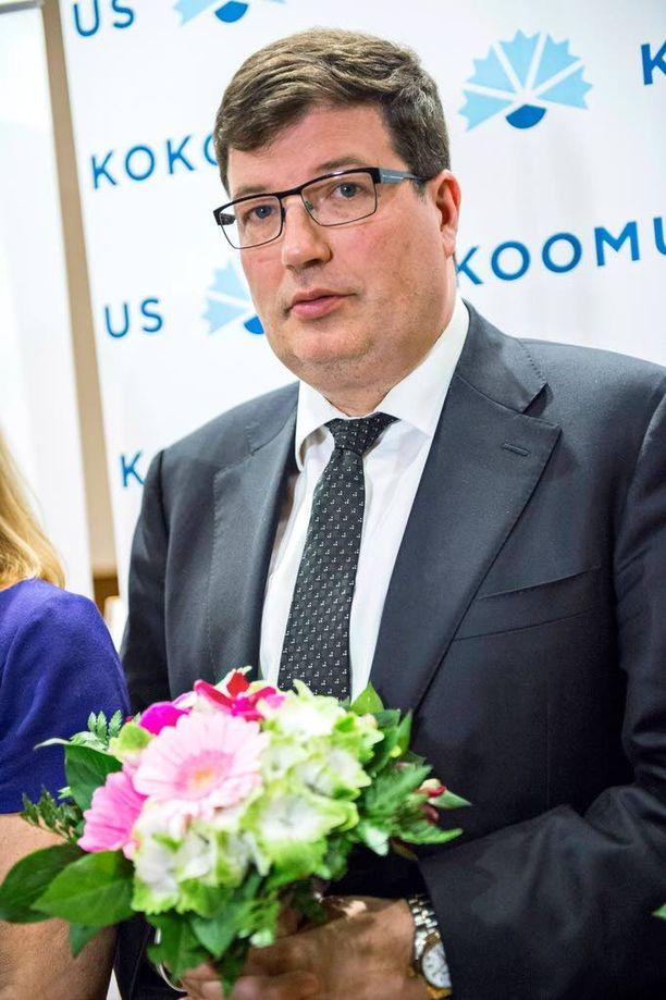 Kokoomuksen eduskuntaryhmän puheenjohtaja Arto Satonen