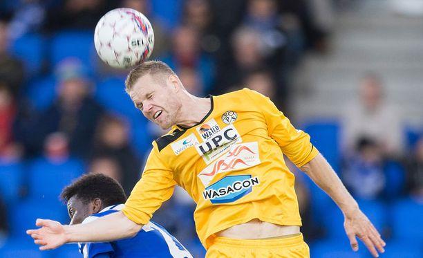 Juho Mäkelä VPS:lle kaksi maalia HIFK:ta vastaan.