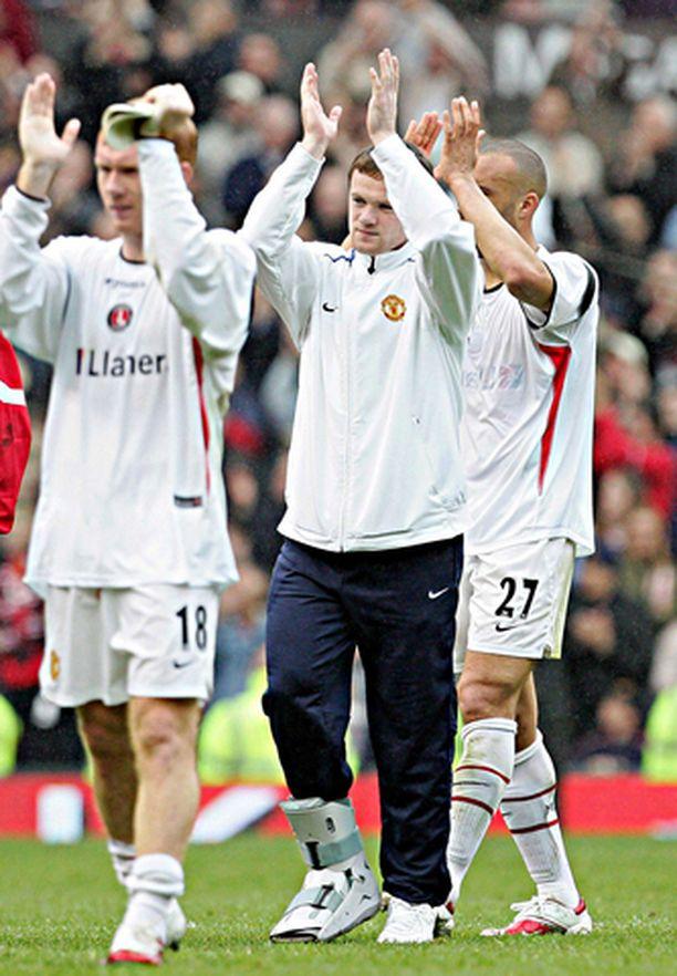 JALKAPUOLI Wayne Rooney on viime viikkoina joutunut tyytymään fanien kannustamiseen.