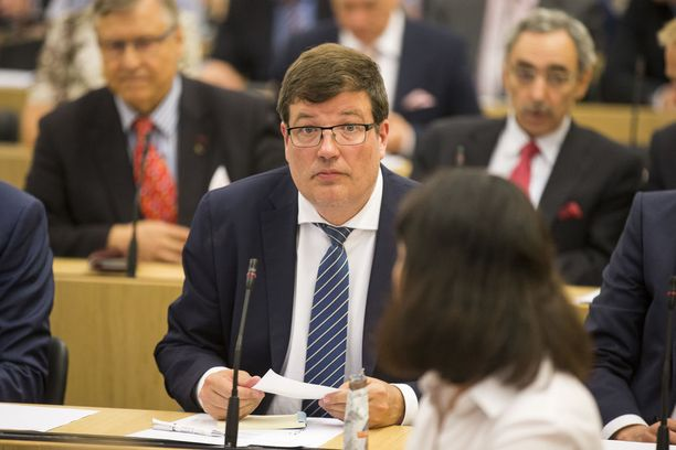 Eduskunnan toinen varapuhemies Arto Satonen (kok) on käytettävissä puhemieheksi, jos kokoomuksen eduskuntaryhmä niin päättää.