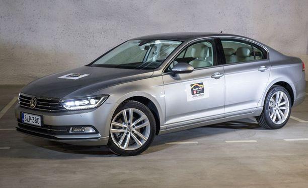 Paras iso perheauto. Volkswagen Passat ei konstaile tarjoten kuitenkin hiljaista ja mukavaa kyytiä.