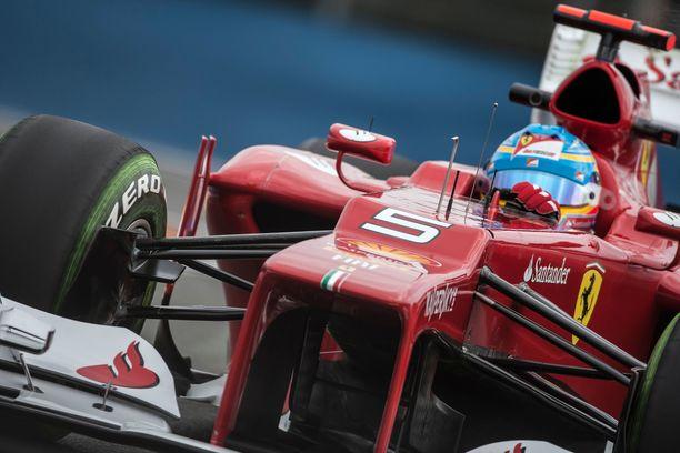 Fernando Alonso ajoi Ferrarilla kolmesti MM-hopealle vuosien 2010–2014 aikana.