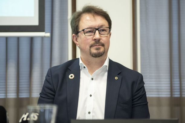 THL:n johtaja Mika Salminen sanoi, että juhannuksen vietto yhdessä on vielä epävarmaa.