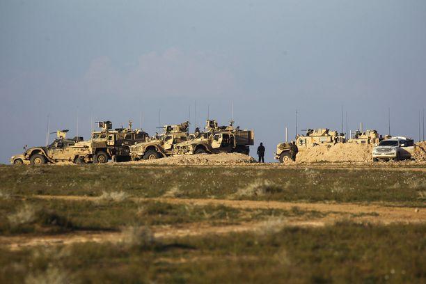 SDF:n ajoneuvot piirittävät paraikaa Isisin viimeistä saareketta Syyriassa.