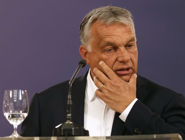 Unkarin pääministeri Viktor Orbán oli viime viikon lopulla kutsuttu puhumaan maansa tilanteesta Euroopan unioniin, mutta hän matkusti Serbiaan tapaamaan kollegaansa Aleksandar Vucicia.