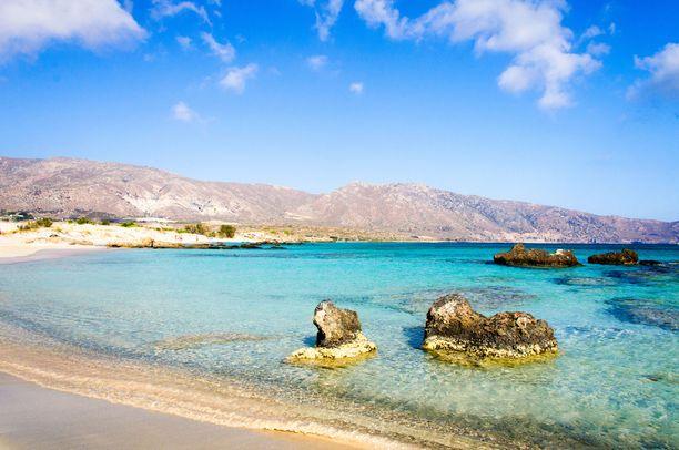 Matalavesinen Elafonissin ranta sopii hyvin lapsiperheille.