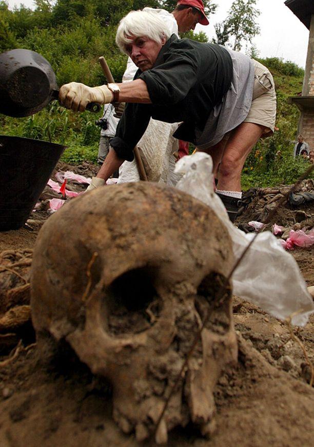 Srebrenican joukkohautoja tutkittiin pitkään.