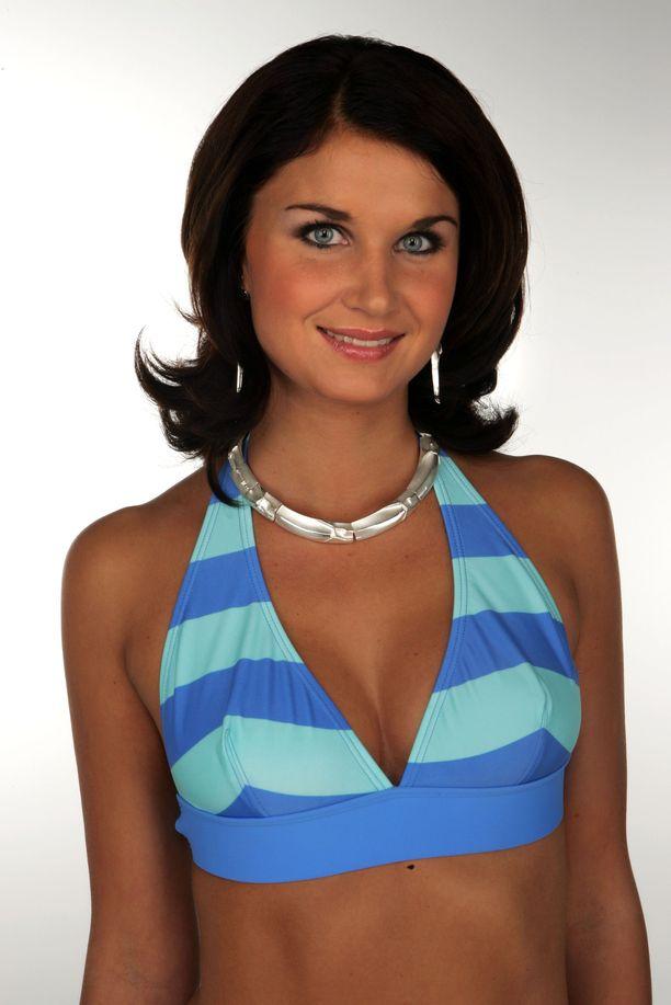 Vuonna 2006 Karoliina Ylijoki poseerasi Miss Suomi -kisojen finalistien joukossa.