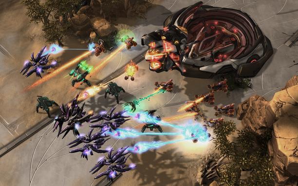 StarCraft 2 -pelissä tavoitteena on tuhota vastustajan tukikohta. Ote pelistä.