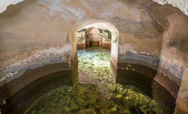Grand Bridgen huoneet joutuivat peittoon, kun palatsin puistoon tehtiin järviä.