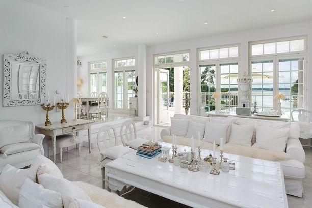 Huokeimmasta hinnasta huolimatta kodin sisustus on kaikkein pramein. Asuintilojen pinta-ala on 462 neliötä.