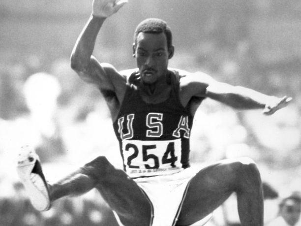 Bob Beamon suorastaan leijaili 50 vuotta sitten Meksikon olympialaisissa.