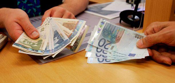 Pankki kysyy poliittisesta vaikutusvallasta täyttääkseen rahanpesulain vaatimukset.