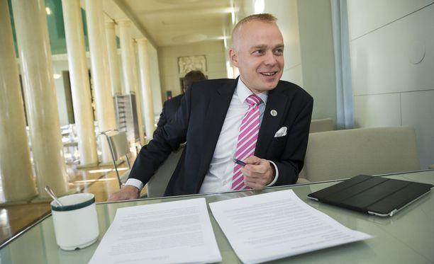 Timo Heinonen on jättänyt eduskunnan käsiteltäväksi lakialoitteen, joka tekisi seksistä lapsen kanssa aina raiskauksen.