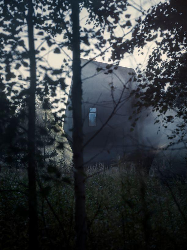 Näin mystiseltä näyttää Meteoriitti-talo Kontiolahdella Pohjois-Karjalassa.