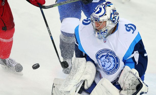 Kaudella 2015-2016 Jeff Glass edusti KHL-joukkue Dinamo Minskiä.