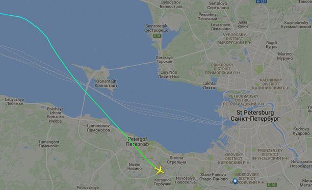 Edellä lentänyt Iljushin Il-96-300 näyttää laskeutuneen keskelle metsää.