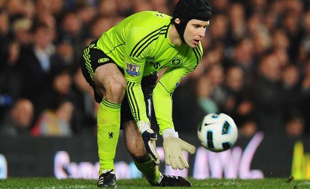 Nykyään Cech käyttää kypärää.