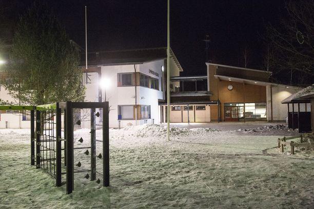 15-vuotias uhri kohtasi 12-14-vuotiaat pahoinpitelijät koulun pihalla.