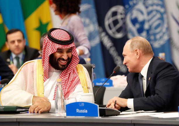 Vladimir Putin ja Mohammed bin Salman tuntuivat viihtyvän keskenään hyvin.
