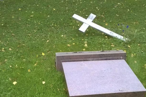 Läntisellä hautausmaalla tuhoa kärsi yli 40 hautaa tai muistomerkkiä.