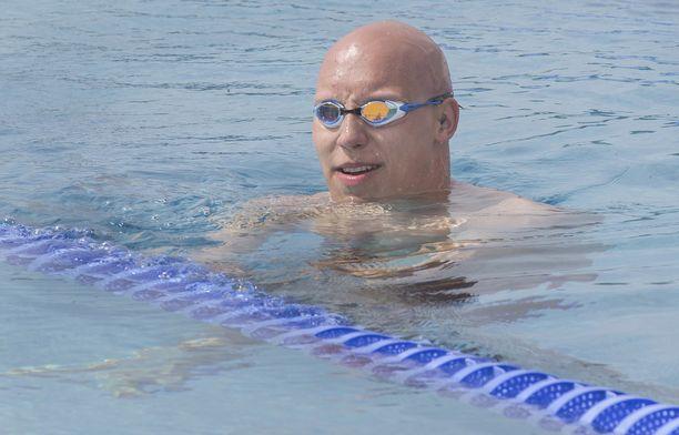 Matti Mattsson ui uuden SE:n 100 metrin rintauinnissa. Arkistokuva.