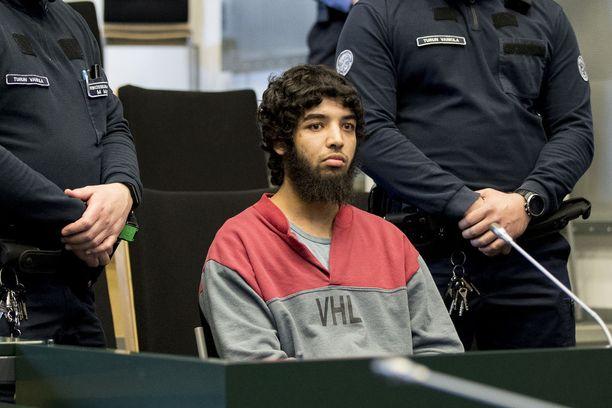 Syyttäjä kyseenalaistaa Bouananen puolustuksen kertomuksen, jonka mukaan puukotettuaan ensimmäistä kolmea uhriaan hän tuli toisiin aatoksiin ja yritti paeta paikalta.