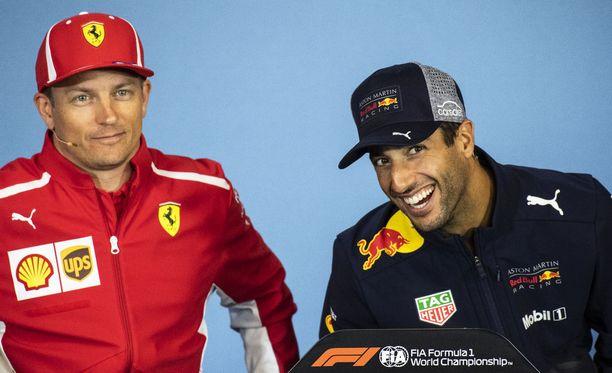 Daniel Ricciardo vitsaili Heikki Kullan kanssa Itävallan GP:n lehdistötilaisuudessa.