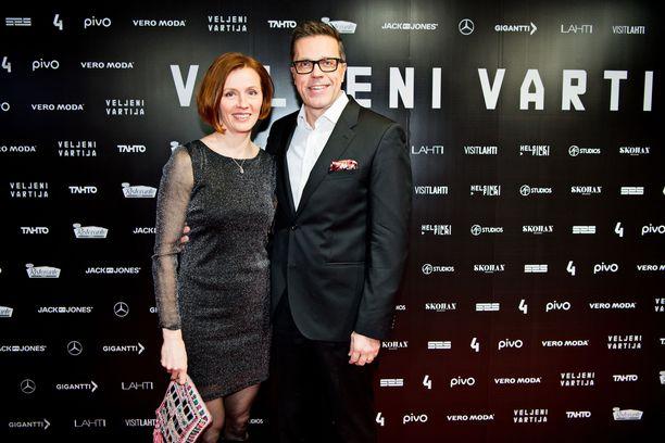 20180130 Helsinki, Veljeni vartija leffan kutsuvieras ensi-ilta, Virpi ja Jari Sarasvuo KUVA: JENNI GÄSTGIVAR/IL
