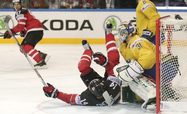 Jordan Eberle yrittää pitää Kanadan pystyssä Valko-Venäjää vastaan.