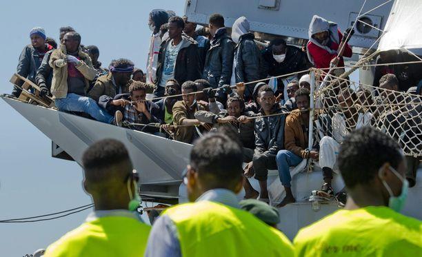 Satoja Välimeren yli pyrkineitä siirtolaisia on hukkunut viime viikkoina.