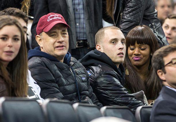 Chet Hanks kuvattiin kuuluisan isänsä kanssa koripallo-ottelussa viime vuonna.