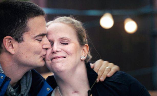 Hanna Lankinen nähtiin avopuolisonsa kanssa myös Ylen SuomiLOVE-ohjelmassa.