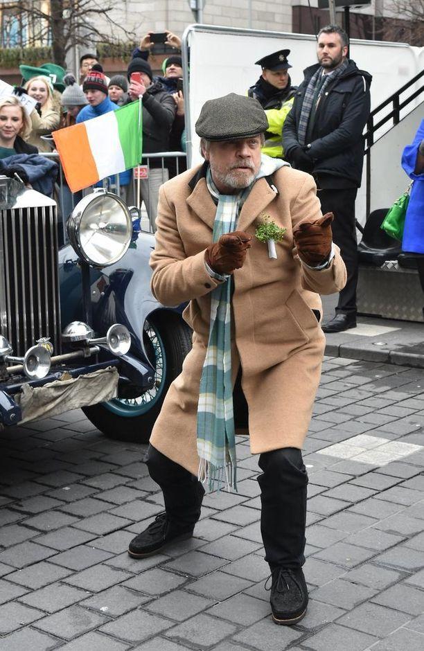 Hamill temppuili kameroille Dublinissa.