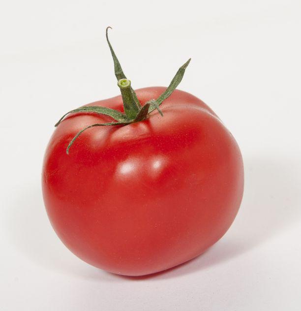 Tomaatin lykopeeni imeytyy parhaiten kypsennetystä ruuasta.