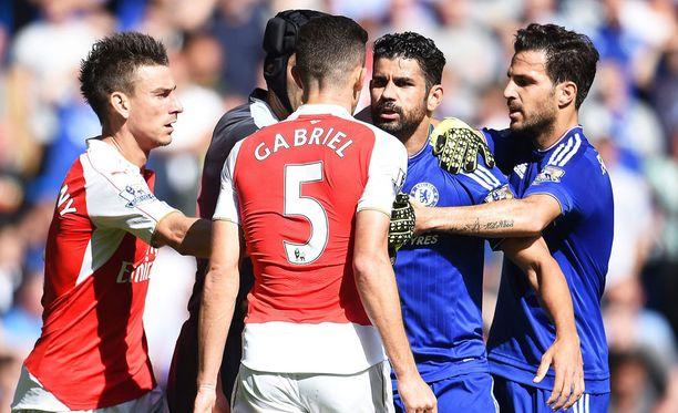 Gabriel ja Dieco Costa ottivat yhteen lauantaina. Muut yrittivät rauhoitella kaksikkoa.