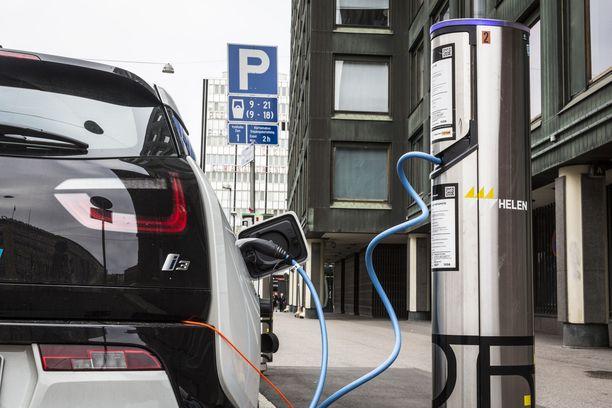 Tehokas hybridi-Golf kulutti bensaa 460 prosenttia enemmän kuin mitä testitulos vihjasi. Kuvituskuva.