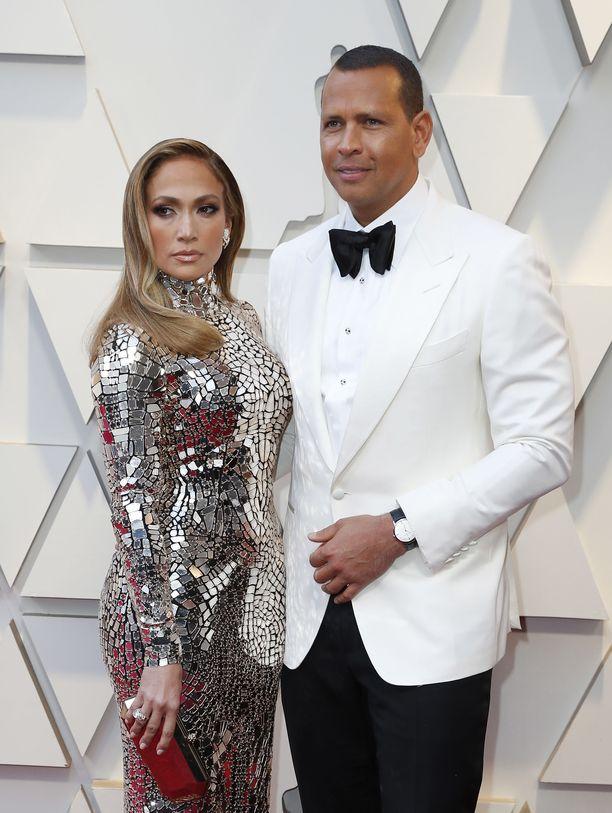 Jennifer Lopez ja Alex Rodriguez kihlautuivat kahden vuoden seurustelun jälkeen.