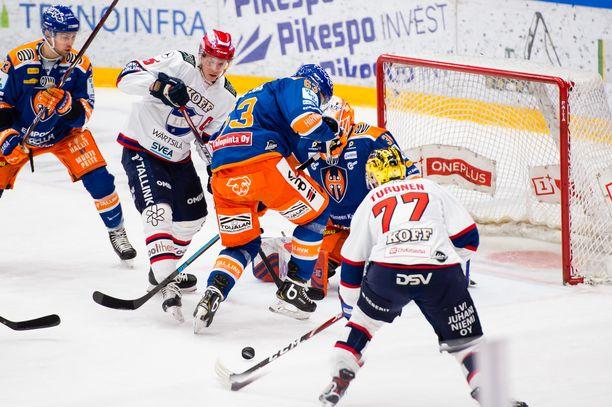 Tappara ja HIFK pelasivat tiistaina Tampereella. Kuvassa IFK:n Teemu Turunen iskee tilanteeksi 1–1.