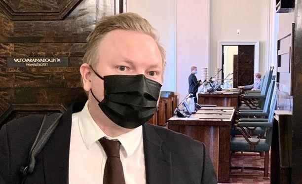 Keskustan eduskuntaryhmän puheenjohtaja Antti Kurvinen Iltalehden haastattelussa tiistaina aamupäivällä sen jälkeen, kun ryhmä oli päättänyt kaksi ja puoli tuntia kestäneen kokouksensa.