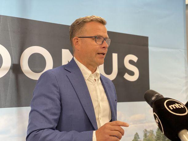 Kokoomuksen puheenjohtaja Petteri Orpo kuvailee hallituksen työllisyyspolitiikkaa näpertelyksi.