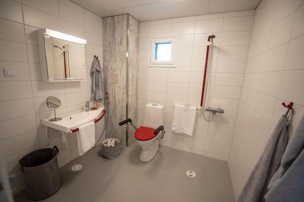 Kylpyhuoneen lattian on oltava sellainen, ettei liukastumisvaaraa ole.