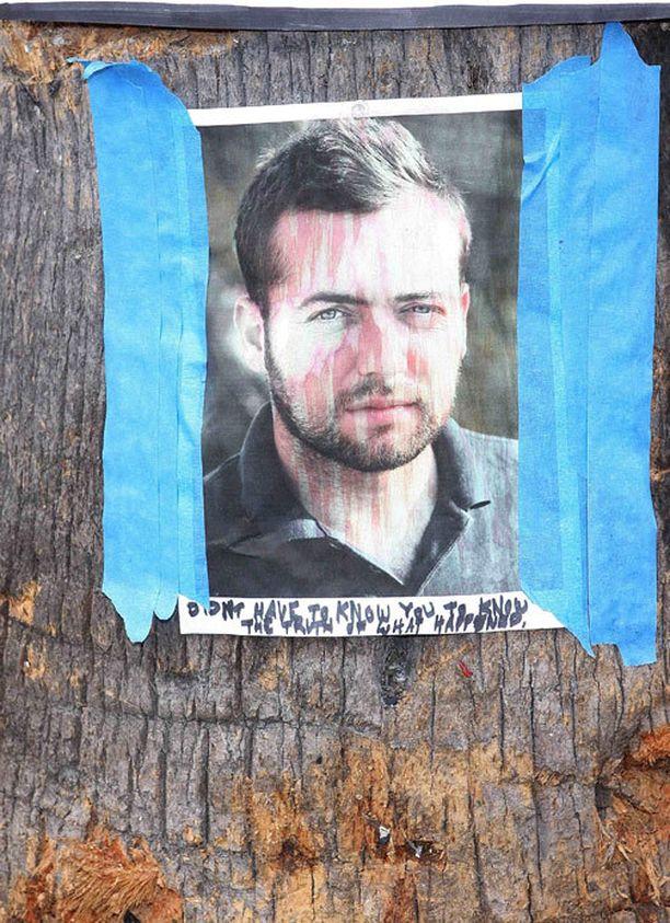 Maailmalla arvuutellaan oliko freelancetoimittaja Michael Hastings, 33, jo ensimmäinen kybermurhan uhri?