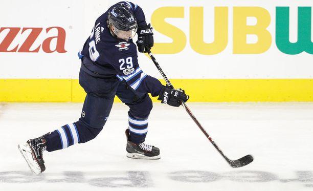Patrik Laineen 4-4-tasoitusmaali ei riittänyt pisteille. Jets-tykki nousi NHL:n maalipörssissä seitsemänneksi.