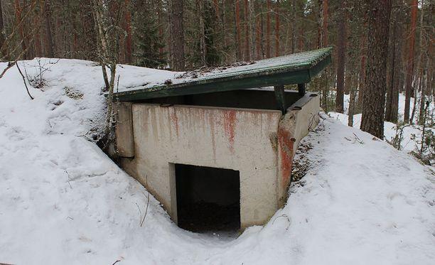 Rikospaikka sijaitsee hylätyssä bunkkerissa aidatulla alueella.