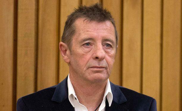 Phil Rudd tuomittiin heinäkuun 9. päivänä kotiarestiin.