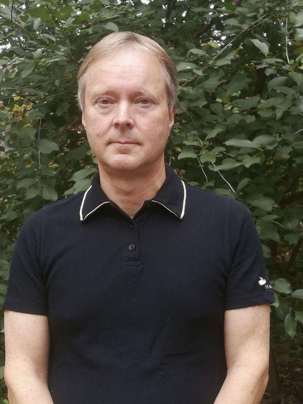 Eläkkeelle jäänyt pienyrittäjä Tapani Korpi kokee, että ay-liike haluaa estää työllistämistä.