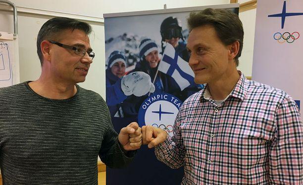 Olympiakomitean huippu-urheiluyksikön Mika Lehtimäki (vas.) ja Mika Kojonkoski kertovat, että ennusteen mukaan Suomi saa kuusi mitalia Koreasta.