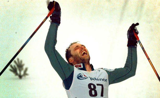 Mika Myllylän ikimuistoinen maalintulo Trondheimin MM-kisojen 50 kilometrin kisan jälkeen.