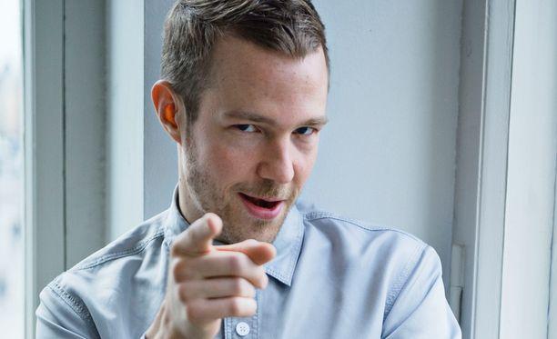Olavi Uusivirta on ansioitunut muusikkona ja näyttelijänä.